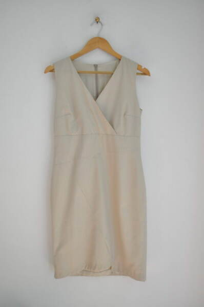 Дамска рокля с прав силует в бежово (второ качество)