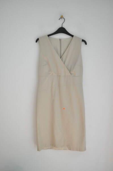 Дамска рокля с прав силует и v-образно деколте (второ качество)