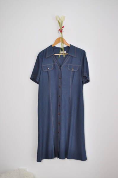 Дамска рокля с леко разкроена долна част (второ качество)