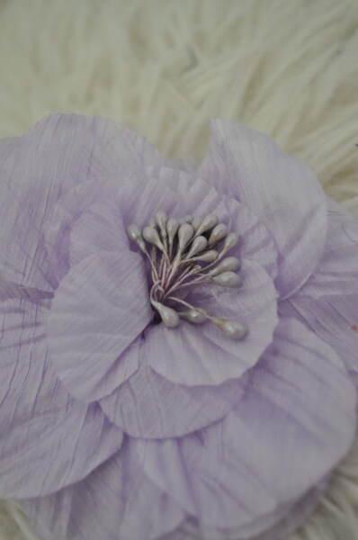 Лилаво цвете - брошка