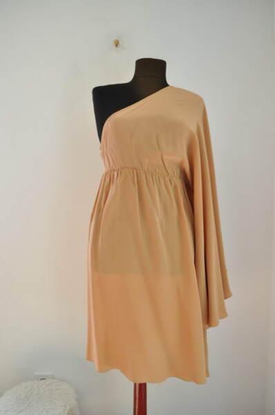Елегантна  дамска рокля с едно рамо