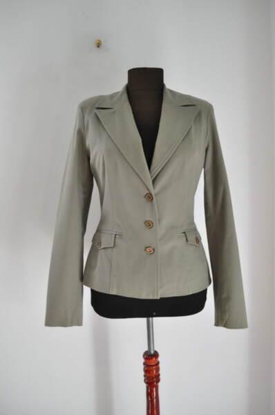 Вталено дамско сако в зелен цвят65