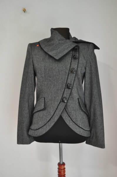 Дамско сако с асиметрично закопчаване (второ качество)