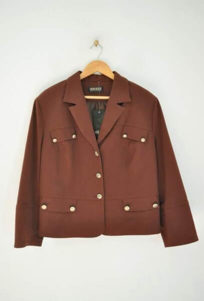 Дамско сако с метални копчета