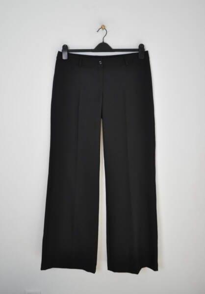 Черен дамски панталон с ръб и широки крачоли