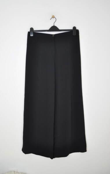 Широк черен дамски панталон с ръб