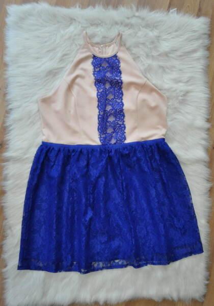 Кокетна дамска рокля с дантела