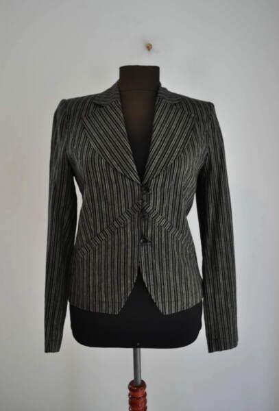 Раирано дамско сако с А симетрична предна част