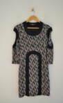 Вталена дамска рокля с ефектни ръкави (второ качество)