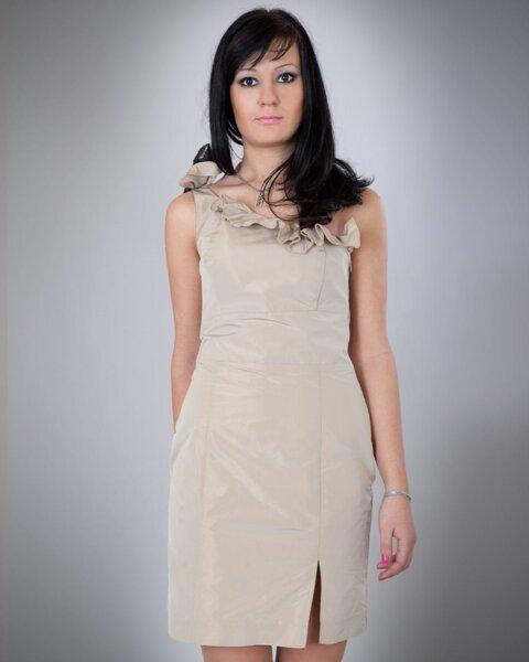 Вталена дамска рокля с панделка (второ качество)
