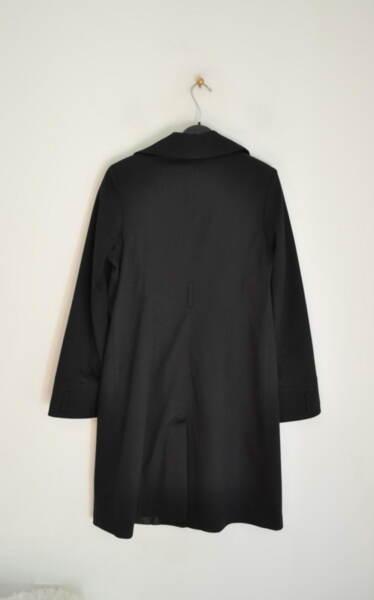 Дамско манто с джобове в черно (второ качество)