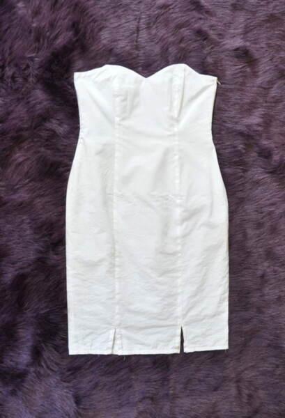 Бяла вталена дамска рокля
