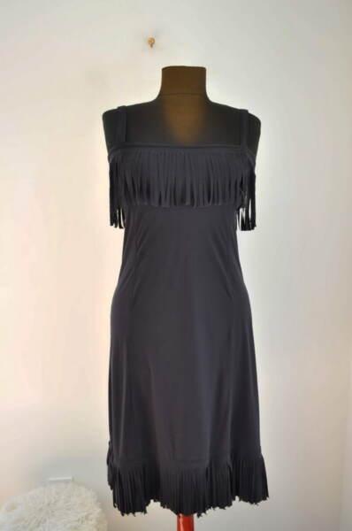 Еластична дамска рокля със закачливи ресни