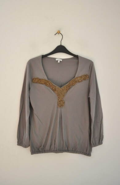 Сива дамска блуза с ефектно деколте