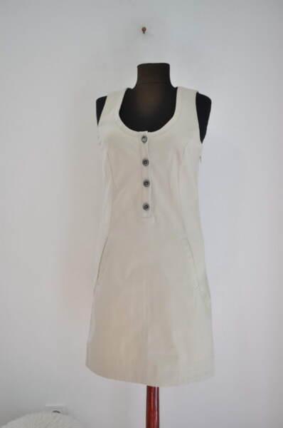 Дамска рокля с джобове в бежово (второ качество)