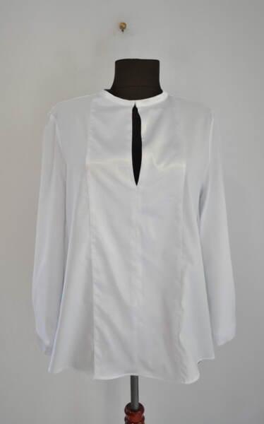 Бяла дамска блуза с дискретен отвор (второ качество)