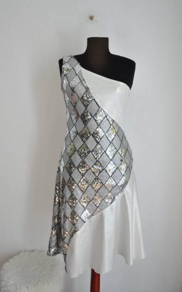 Дамска рокля с пайети в миди дължина (второ качество)