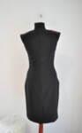 Изчистена дамска рокля с изискан втален силует