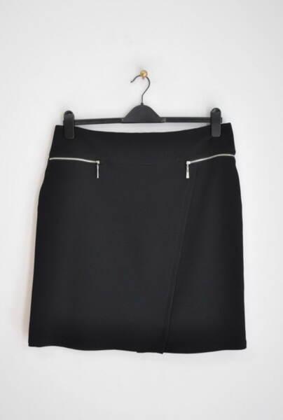 Дамска пола с асиметрично срязване и метални ципове