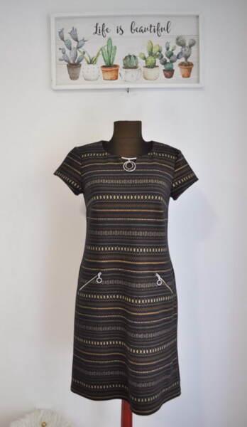 Дамска рокля в свободен силует с декоративен детайл
