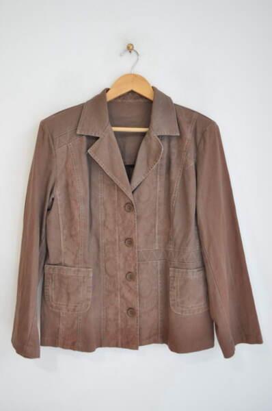 Памучно дамско сако с външни джобове