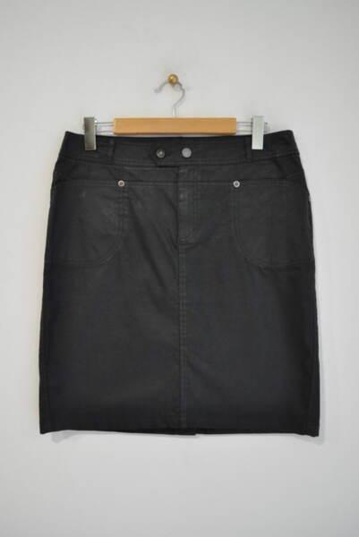 Дамска пола с прав силует и джобове