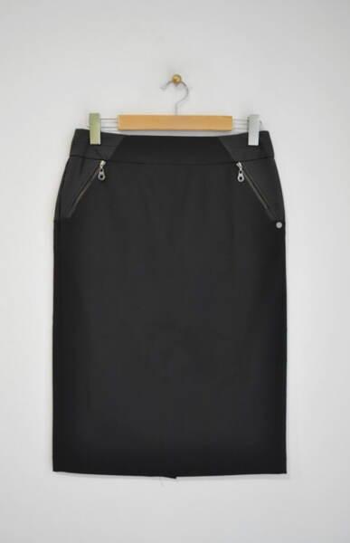 Дамска пола с прав силует и метален цип