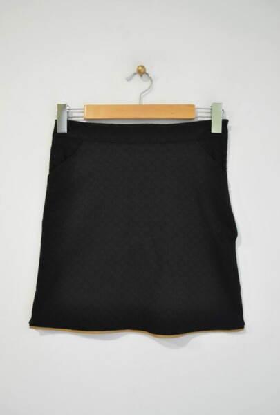 Къса дамска пола с бежов паспел
