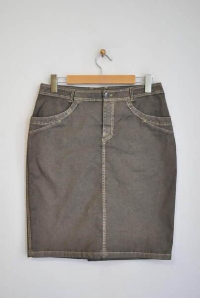 Дамска пола с контрастен шев и джобове