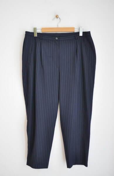 Тъмносин дамски панталон на ситни райета (второ качество)