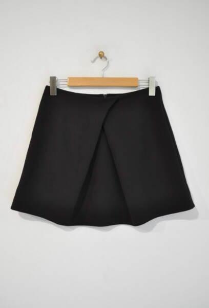 Къса дамска пола с ефектна плоха