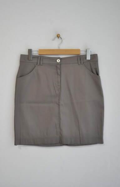 Дамска пола с джоб в прав силует