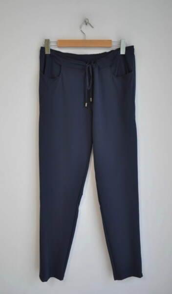Спортен дамски панталон с връзка на колана