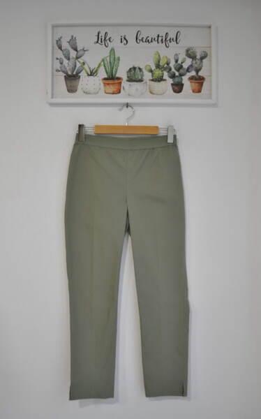 Дамски панталон  с изчистен силует - зелен