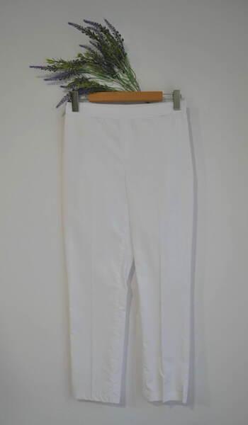 Дамски панталон  с изчистен силует в бяло (второ качество)