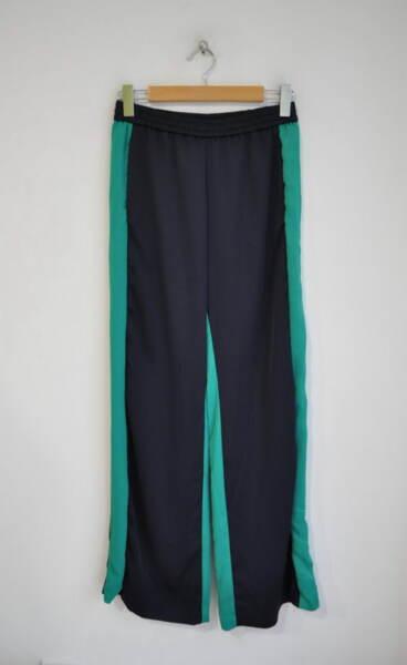 Спортен дамски панталон със зелен кант