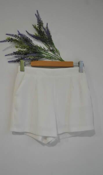 Елегантни дамски къси панталони с ластик на талията