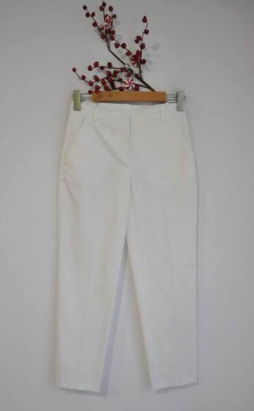 Дамски бял панталон с прав силует и джоб (второ качество)
