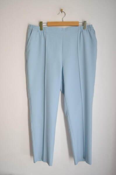 Светлосин дамски панталон с малка бродерия (второ качество)