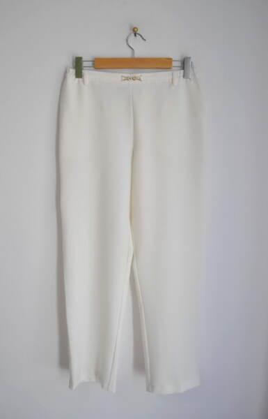 Дамски панталон с декоративен колан с катарама - екрю