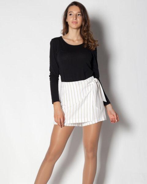 Дамски къси панталони с ефектна предна част