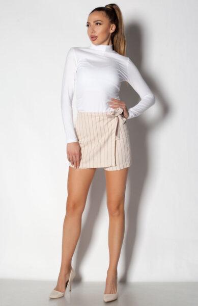 Дамски къси панталони с ефектна предна част - бежов