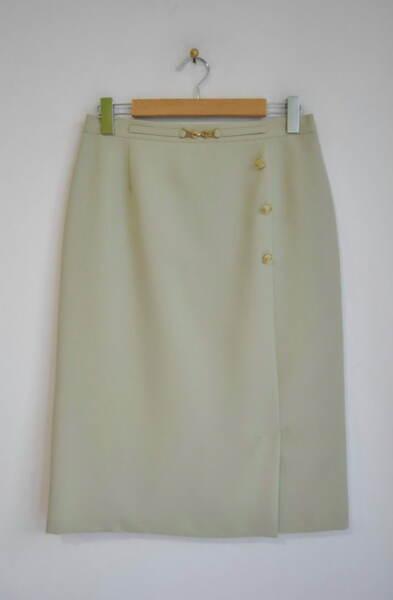 Зелена дамска пола с декоративна катарама и копчета