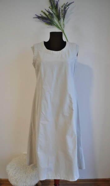 Разкроена дамска рокля с паднало рамо в бежово