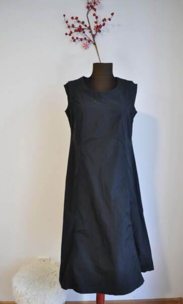 Разкроена дамска рокля с паднало рамо в черно