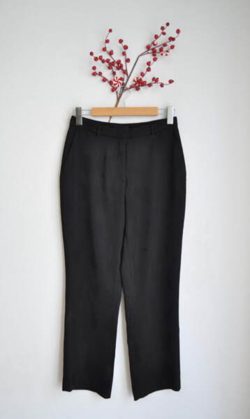 Черен дамски панталон с принт на пера