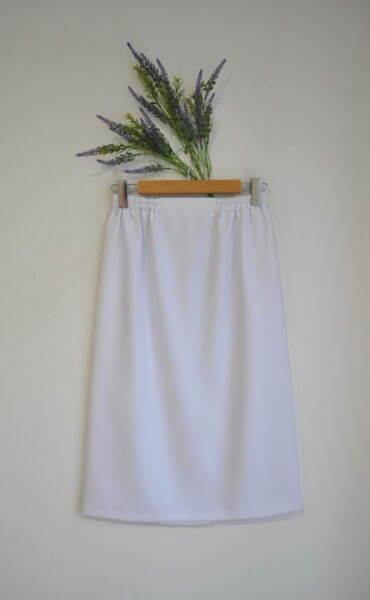 Бяла дамска пола с ластик на талията