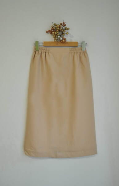 Бежова дамска пола с ластик на талията