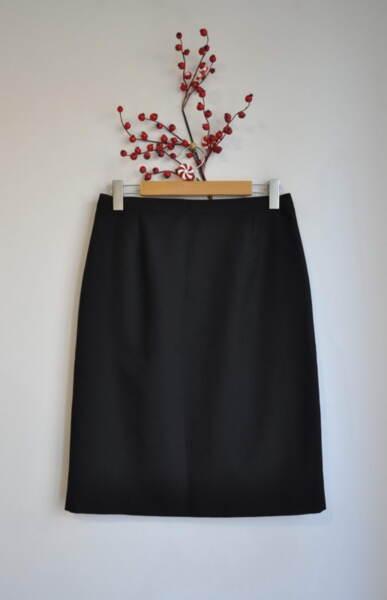 Черна дамска права пола в черно (второ качество)