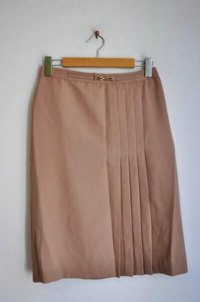 Дамска пола с декоративна катарама и ситни плохи